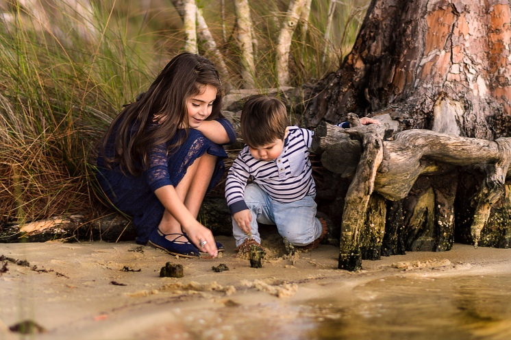 Siblings playing in water | Niceville, Florida Child Photographer